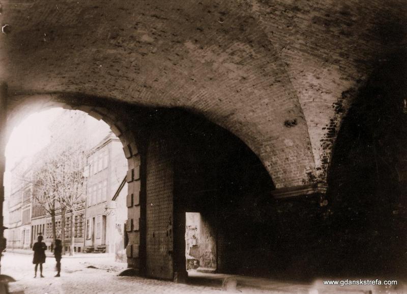 Widok przez Bramę Nizinną na ulicę Dolna Brama (Am Leege Tor) na Starym Przedmieściu