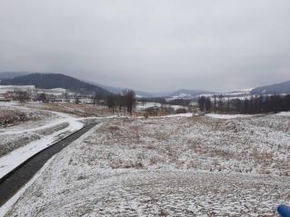 Zniszczenie odcinka rzeki Morawy w pobliżu suchego zbiornika zaporowego Stronie Śląskie .