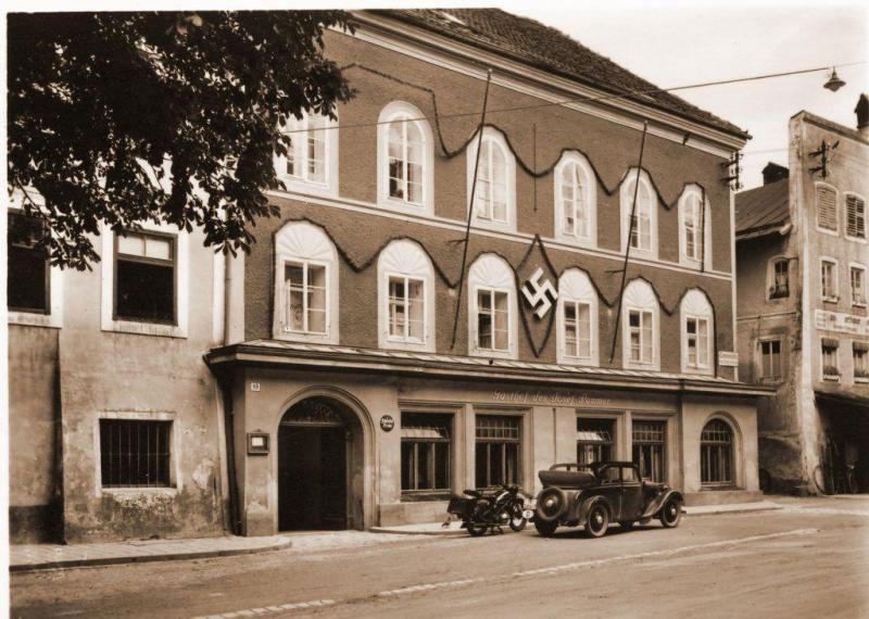 Braunau. Miejsce narodzin Adolfa Hitlera. Wygląd budynku w czasach III Rzeszy