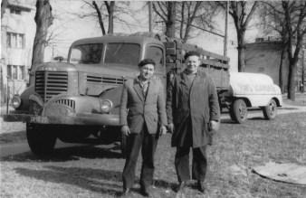 Stanisław Matyja z kolegą przed browarem we Wrzeszczu