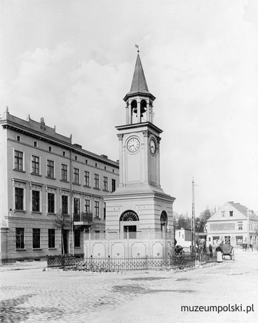 Klasycystyczna wieżyczka zegarowa z dzwonem z ok. 1870