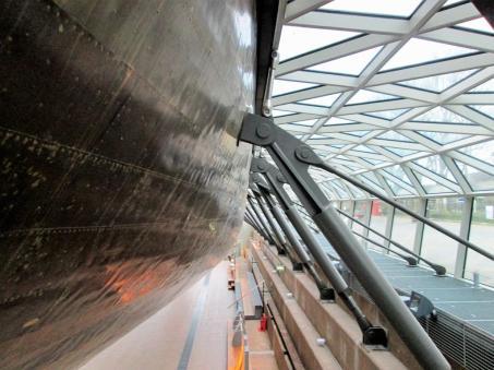 Kadłub żaglowca, część podwodna pokryta miedzią.