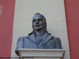 Popiersie Józefa Wybickiego na fasadzie kościoła św. Ignacego