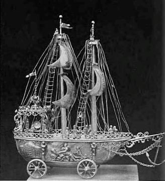 Srebrna karawela zawierająca prochy Krzysztofa Kolumba.