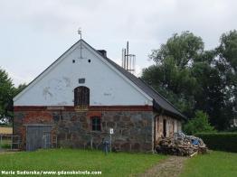 Dawny budynek gospodarczy w Będominie