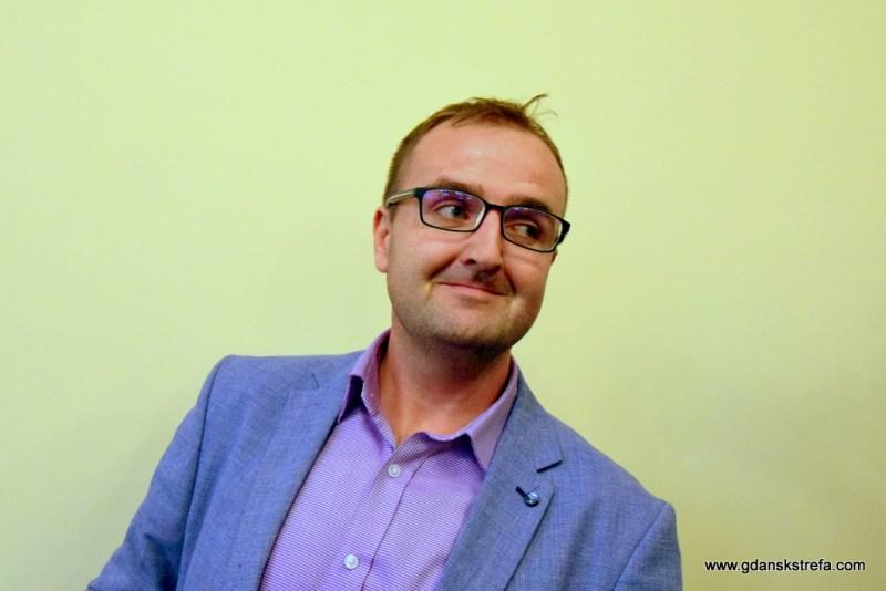 Zaskoczony redaktor Maciej Naskręt