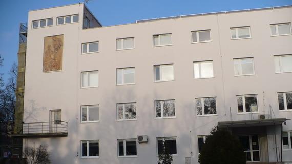 Elewacja Wojewódzkiego Zespołu Szkół Policealnych nr 2 przy Alei Generała Józefa Hallera w Gdańsku