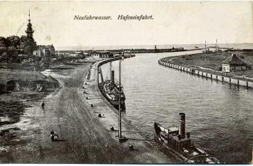 Wyjście z portu gdańskiego pocz. XX wieku