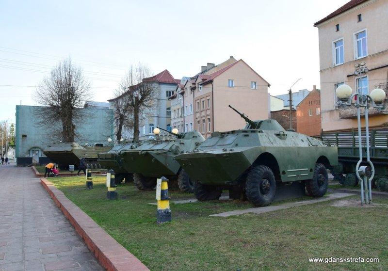 uliczne muzeum sprzętu wojskowego
