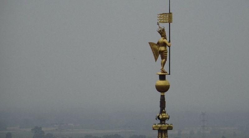 Figura Zygmunta Augusta wieńcząca wieżę Ratusza Głównego Miasta Gdańska