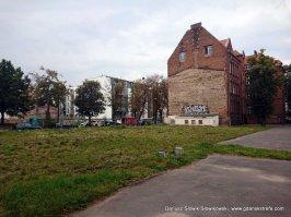Nieużywane boisko przy ul Jałmużnicza, dawna szkoła nr.3