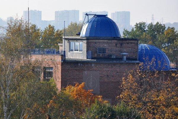 Grudziądzkie Planetarium i Obserwatorium Astronomiczne (w centrum zdjęcia kopuła z teleskopem)