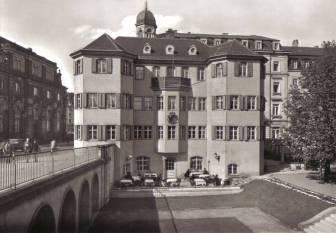 Dom błazna (Narrenhäusel) przy Augustusbrücke pod koniec lat 30. XX wieku; źródło: Wikipedia