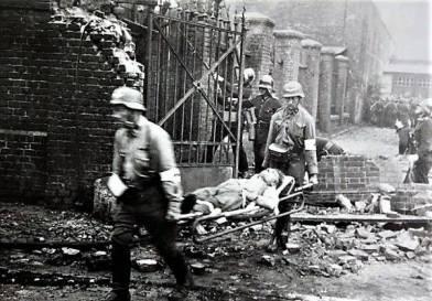 Ranny obrońca wynoszony przez Niemców
