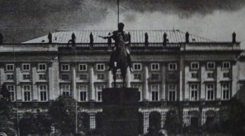 Pomnik ks. Józefa Poniatowskiego przed Pałacem Prezydenckim w Warszawie