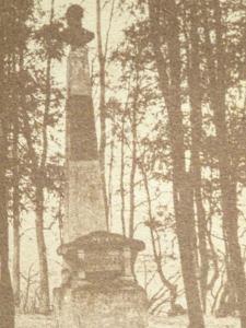 Obelisk upamiętniający miejsce, w którym rosła słynna lipa czarnoleska