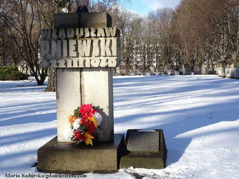 Symboliczny pomnik Władysława Pniewskiego na cmentarzu przy ul. Chrobrego w Gdańsku