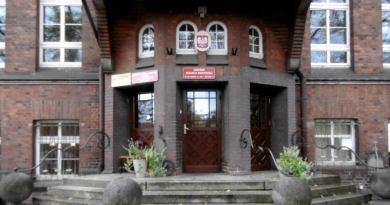 Nowoszkocka szkoła z ulicy Hallera