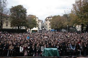 la folla davanti al palco del lucca comics and games 2008