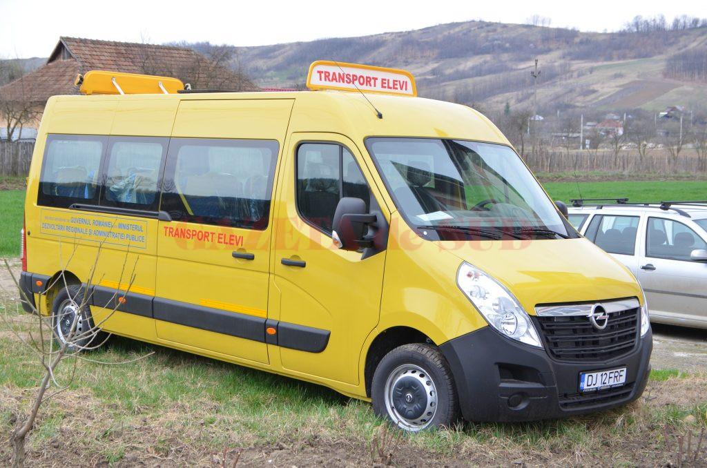 Bărbat care conducea un microbuz şcolar, băut la volan