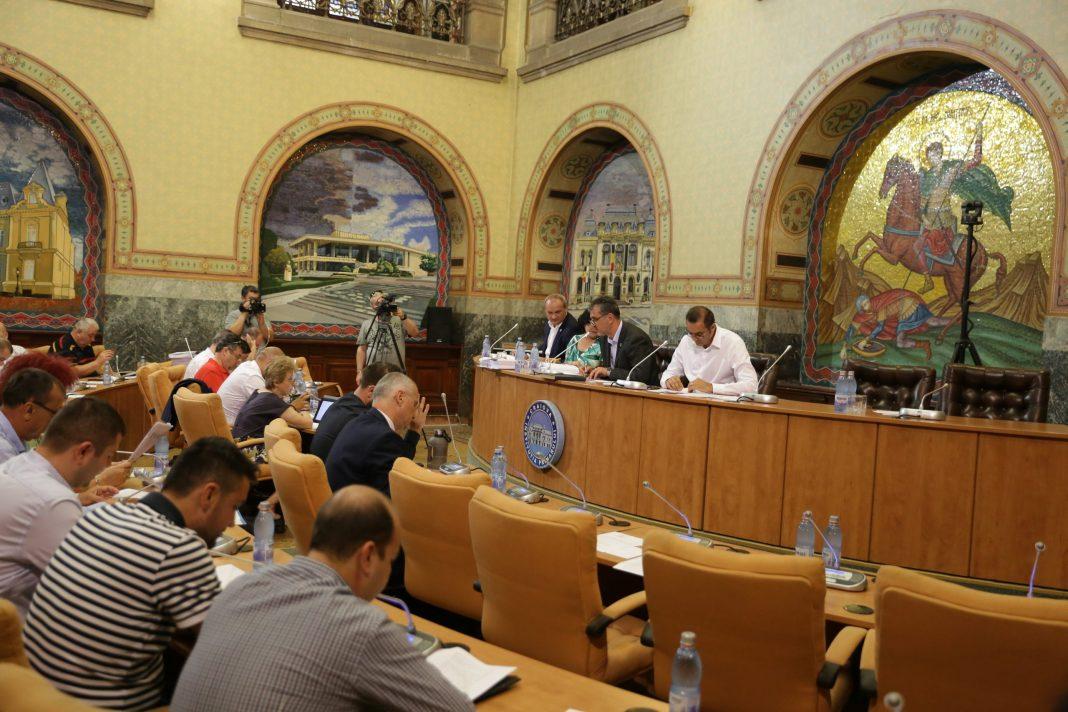 Foto: Claudiu Tudor / Creşterea gigacaloriei a încins spiritele în Consiliul Local Craiova