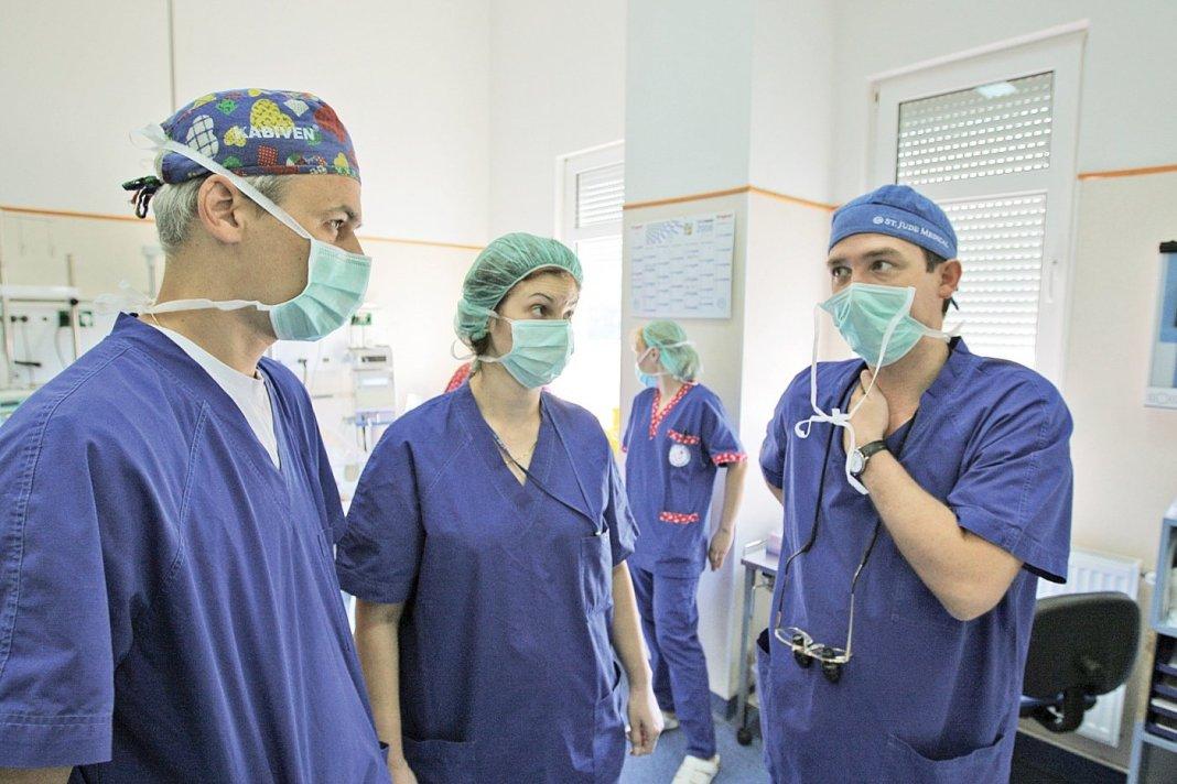 Catalonia: Medicii sunt sfătuiți să nu interneze la UPU pacienţi cu Covid trecuți de 80 de ani