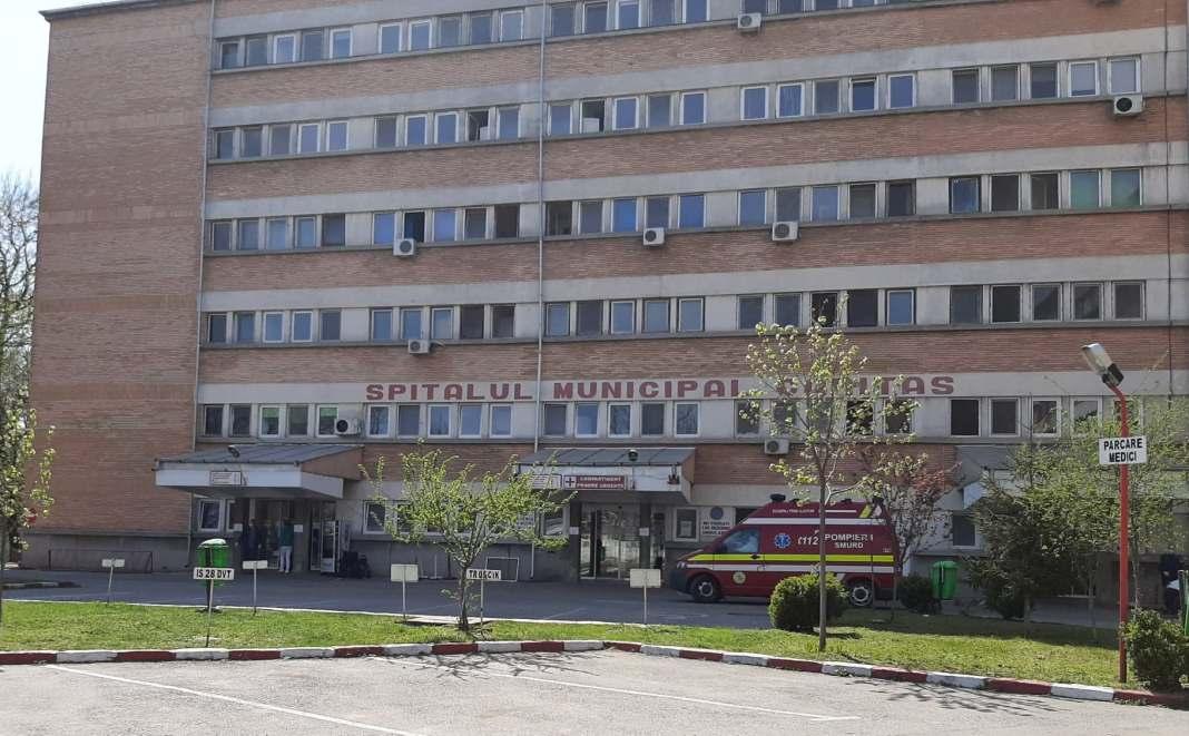Un ambulanţier infectat cu Covid-19 s-a sinucis aruncându-se de la etajul trei al spitalului
