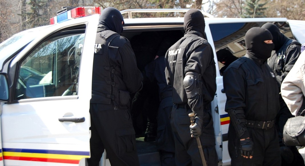 DIICOT și Poliția Judiciară fac percheziții la grupări de crimă organizată din București și 28 de județe