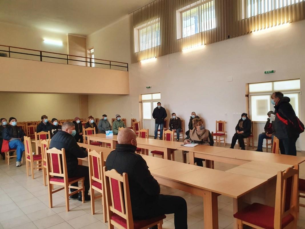 Reprezentanții Oficiului de Cadastru și Publicitate Imobiliară (OCPI) Dolj au participat astăzi la prima întâlnire din cadrul campaniei de informare a cetățenilor din comuna DIOȘTI