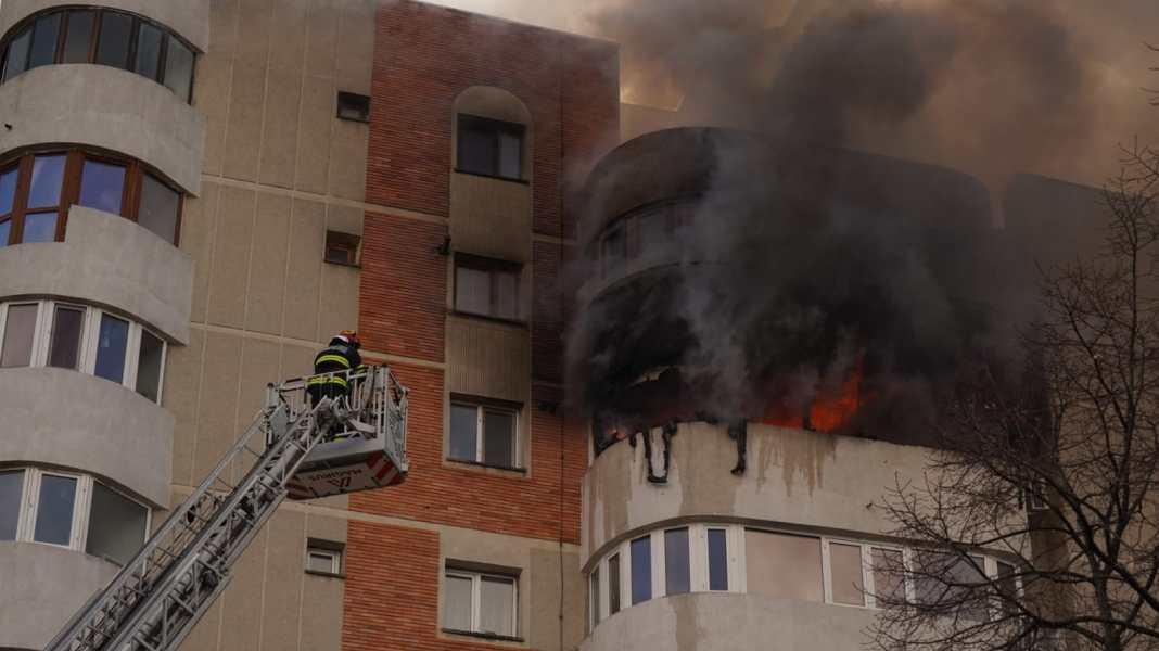 Procurorii militari anchetează intervenția pompierilor la incendiul din Constanța