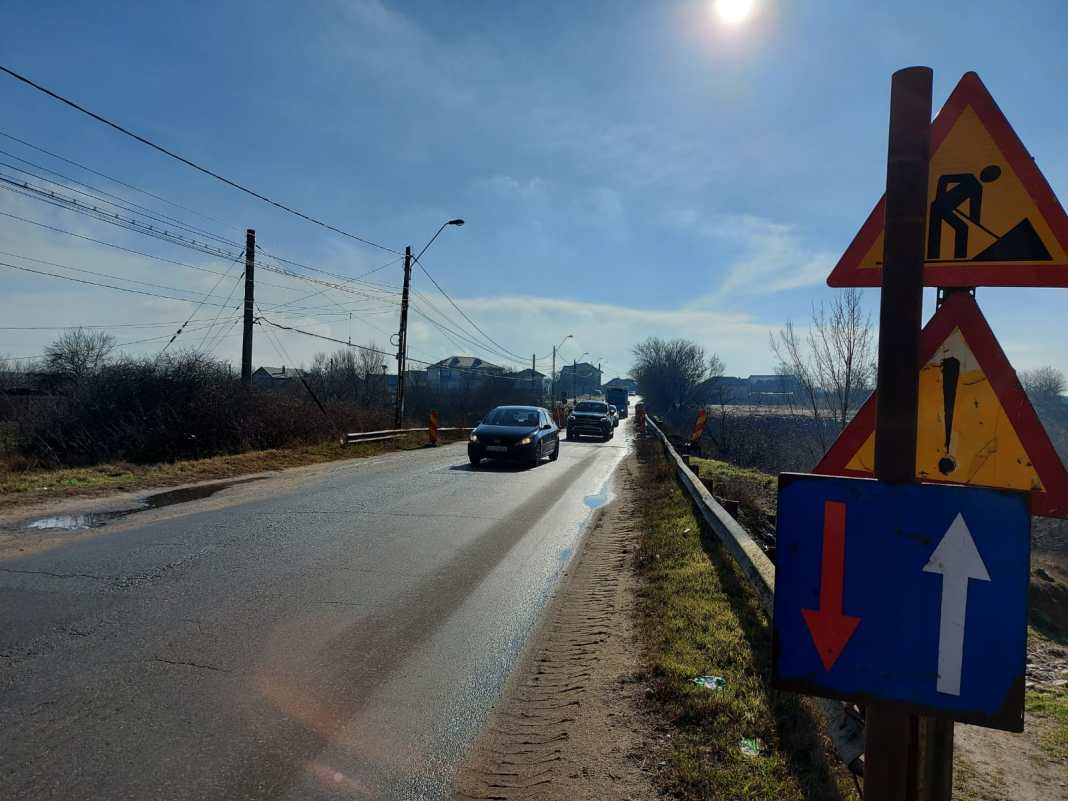 La DN 55 Craiova - Bechet se lucrează din 2015. Podul de la Malu Mare, spre exemplu, trebuia consolidat şi reabilitat încă din 2017. A rămas în acelaşi stadiu şi în 2021.