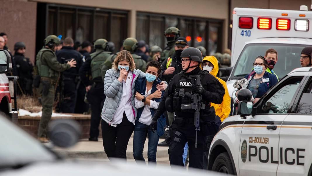Zece persoane, inclusiv un poliţist, ucise într-un supermarket din Colorado