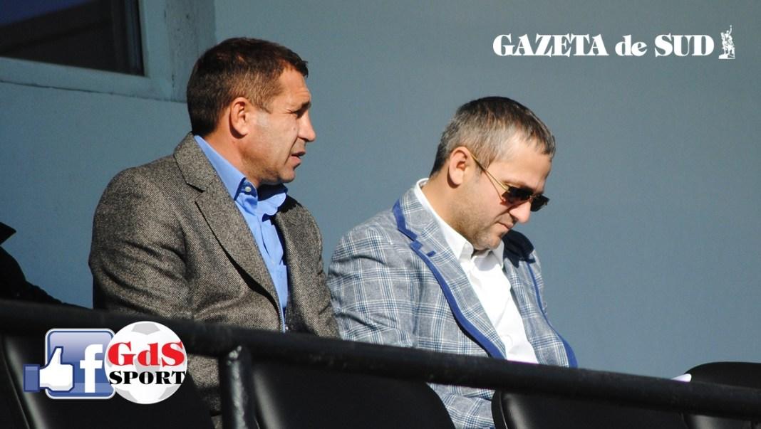 Mihai Rotaru (dreapta) spune că alb-albaştrii nu renunţă la titlu aşa uşor (Foto: Alex Vîrtosu)