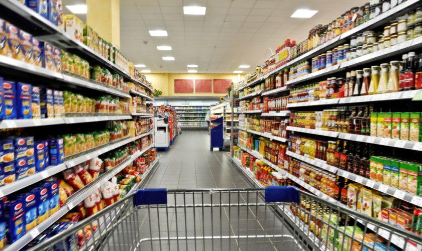 Prefectul Capitalei calculează câți oameni pot intra în magazine