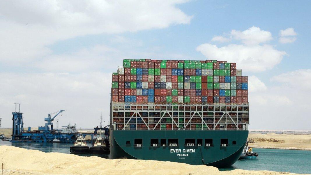 Nava Ever Given nu pleacă până nu e achitată factura repunerii pe linia de plutire