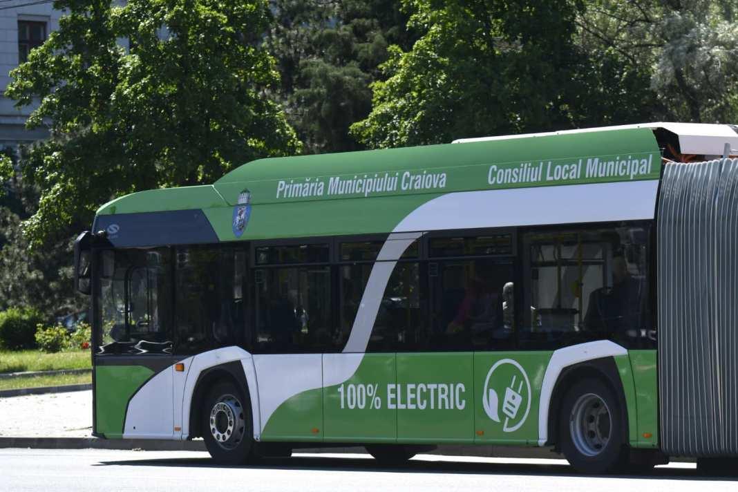 Pe traseele RAT Craiova circulă în prezent 13 din cele 16 autobuze electrice articulate achiziţionate de la Solaris