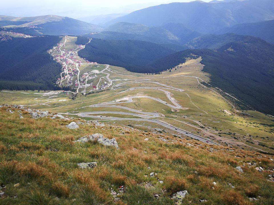 Sute de turiști, așteptați la Rânca și pe Transalpina pentru a scăpa de caniculă