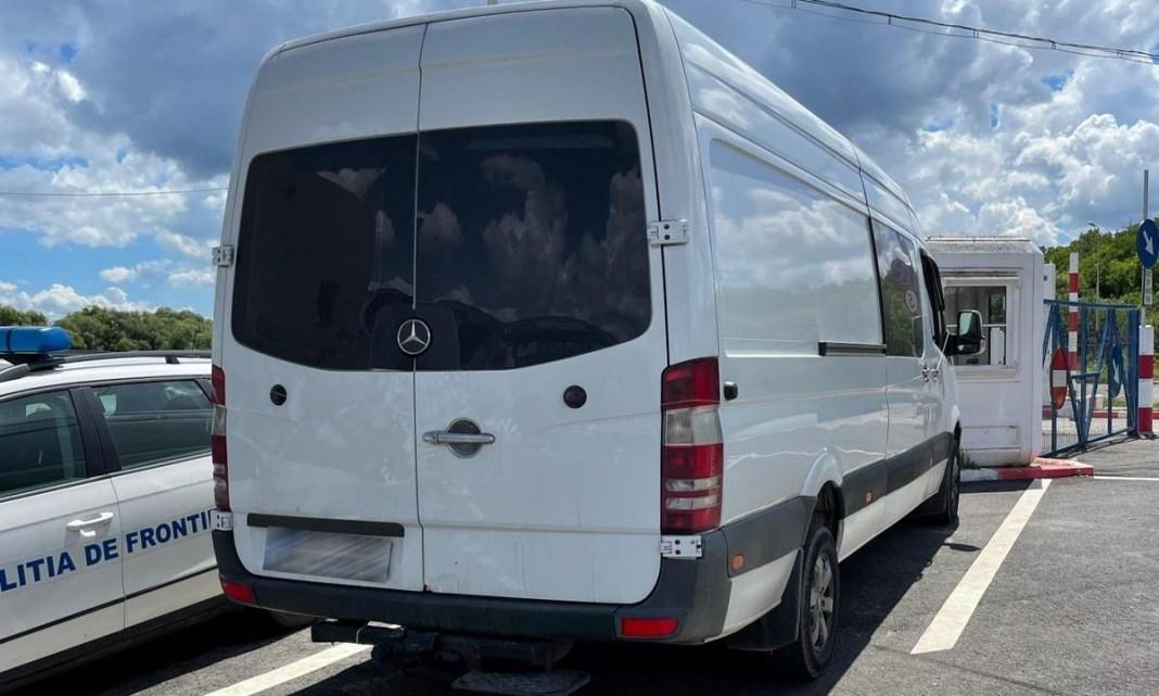 Autoutilitară Mercedes furată din Italia, găsită la Iaşi