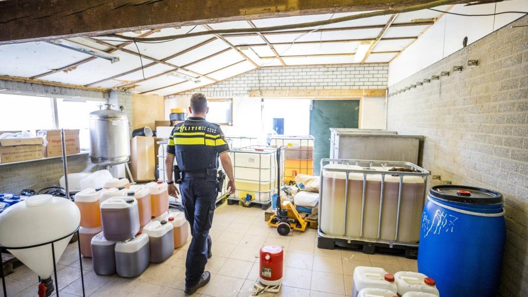 Laborator de droguri sintetice uriaș, descoperit în Olanda