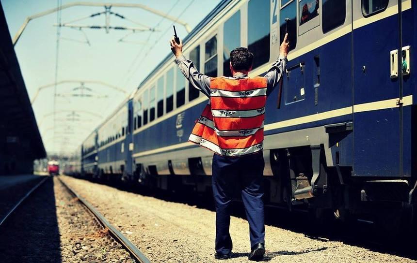 Trenul care circula pe ruta Bucureşti - Timişoara a rămas blocat pe calea ferată, în staţia Drăgăneşti-Olt, din judeţul Olt
