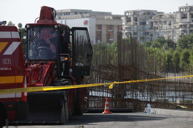 Șantierul pe care doi muncitori au murit acoperiți de pământ nu avea nicio autorizație (sursa foto: Inquam/Octav Ganea)