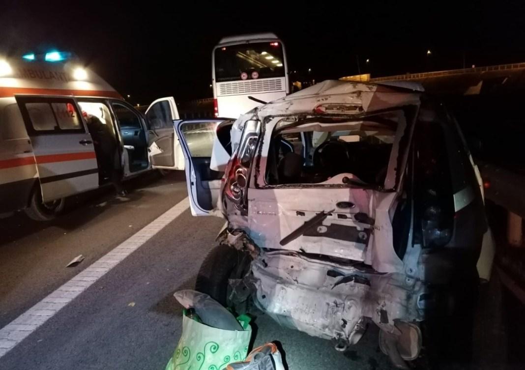 Bărbat decedat în urma coliziunii dintre un autoturism şi un autocar, pe E85, la Călimăneşti