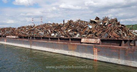Peste 1.000 de deșeuri importate ilegal din Serbia, descoperite pe o barjă în Cernavodă