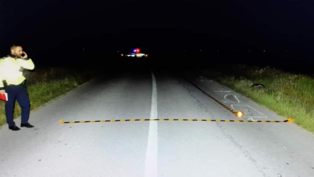 Bărbat căzut pe carosabil, călcat de două mașini. Șoferii nu l-au văzut pe asfalt