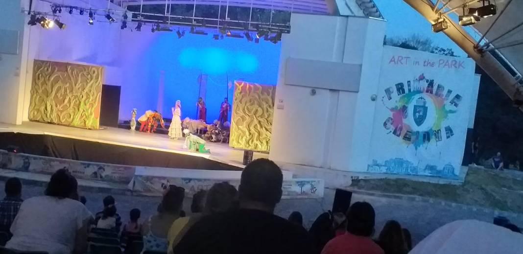 """Rectificarea bugetară. Opera Română Craiova a cerut primăriei 55.000 de lei pentru a plăti serviciile de montare a reflectoarelor şi a altor materiale folosite la spectacolele care au avut loc în aceste zile la Teatrul de vară din Parcul """"Nicolae Romanescu"""""""