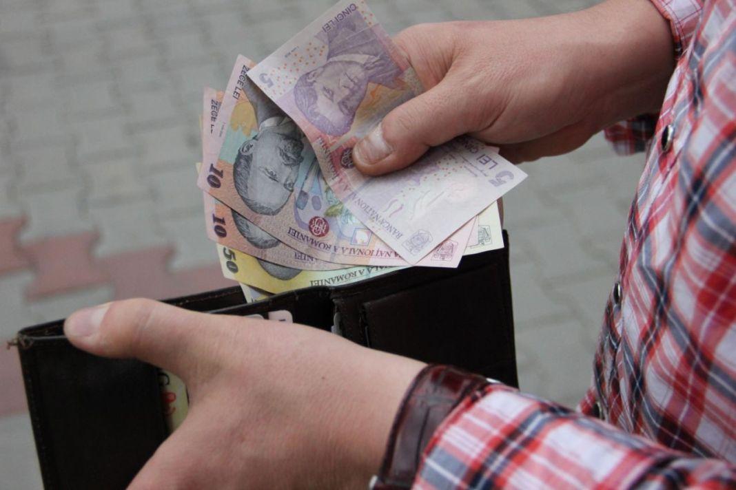 Premierul intenţionează să le propună patronatelor o creştere a salariului minim de 8%