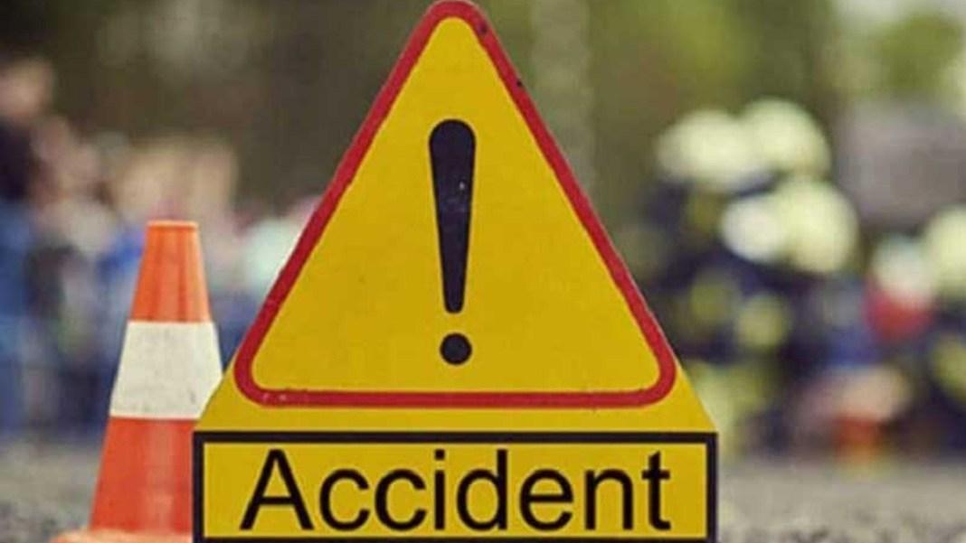 Olt:Impact puternic între două mașini, pe DN 65 în Jitaru. O persoană, transportată la spital