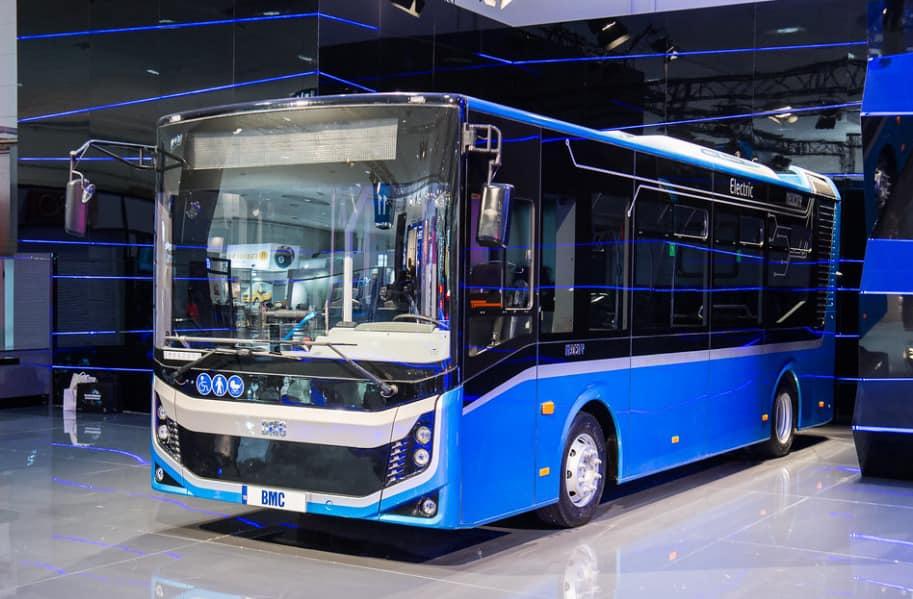 Olguța Vasilescu a semnat contractul cu BMC. Când ajung la Craiova noile autobuze electrice.