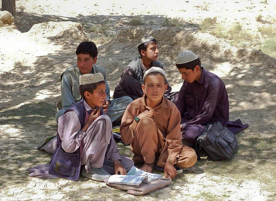 Colegiile și liceele s-au redeschis în Afganistan numai pentru băieți