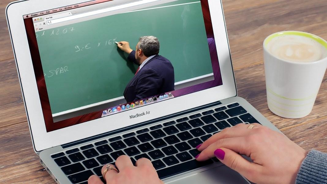 Doar 8% din părinți vor cursuri online pentru copiii lor